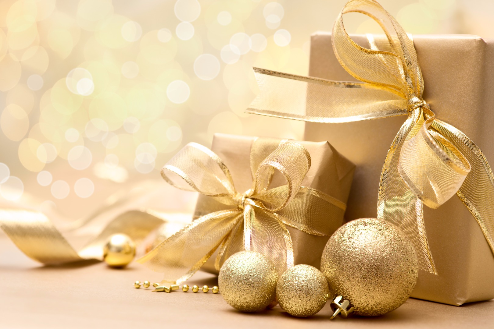 gold-gift-boxes-ornamentsjpg